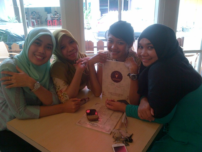 with Eliza, Englha and Rindul