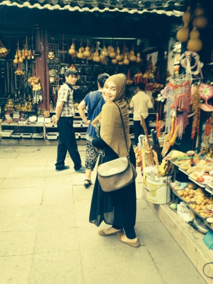 Saya di salah satu kuil di tengah kota Nanjing